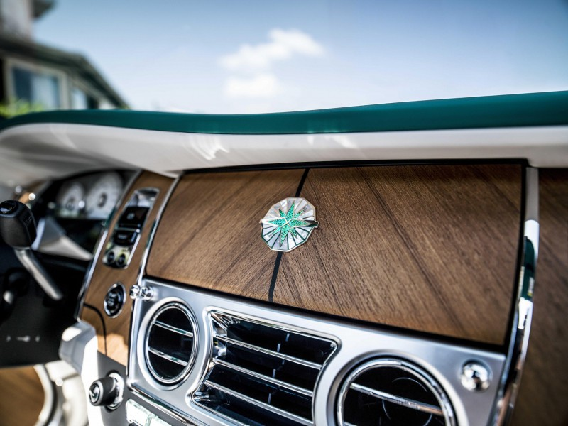 Interior jati merupakan sentuhan elegan dari model Dawn