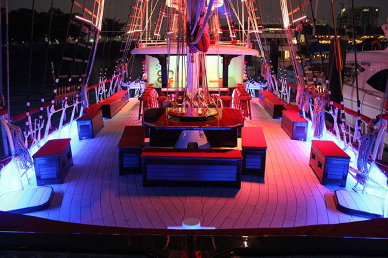 luxuo-id-royal-albatross-interior-night-singapore-rendezvous