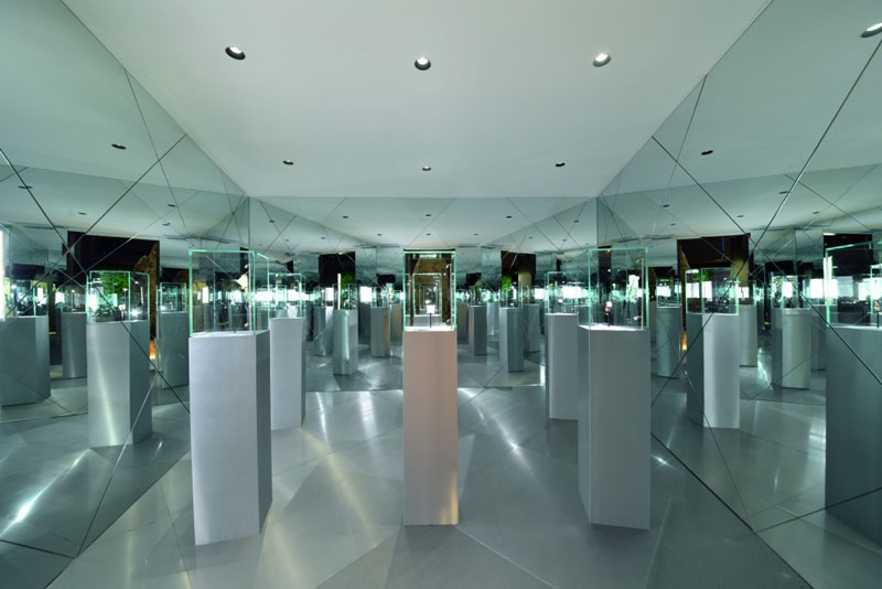 ap_shanghai-exhibition_mirror-room_2016_prcmyk-1024x683