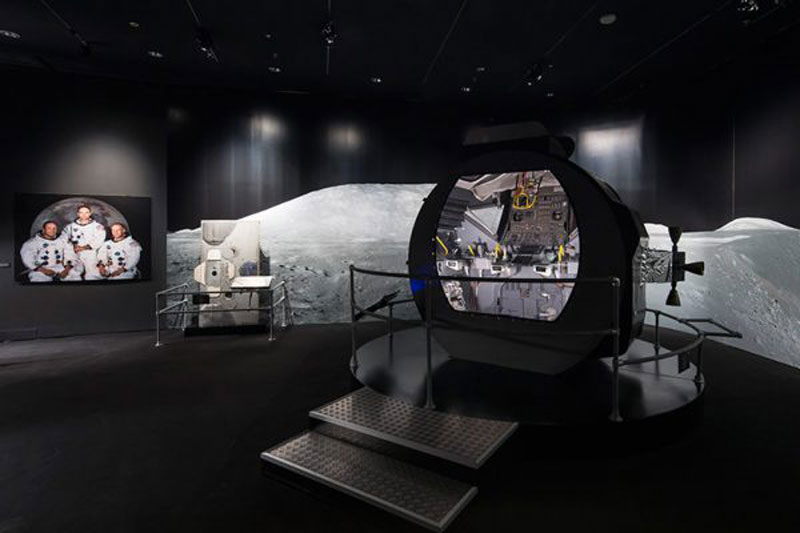 luxuo-id-spacecraft-lunar-module-adapter-access-hatch-l-and-apollo-lunar-module-crew-cabin-r