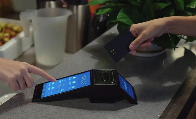 Terminal Pundi X bagi merchant untuk menerima cryptocurrency.